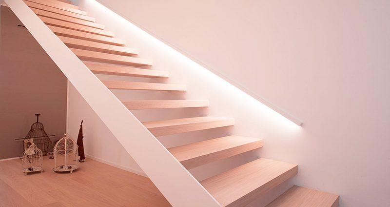 L illuminazione della scala un elemento importante per la